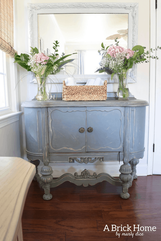 Spring is finally here! Well, at least the calendar says so! Mother Nature on the other hand is not on the same page this year. But regardless of what she is feeling it's time to start thinking of warmer weather and brightening our homes for Spring. I have put together 5 easy decorating ideas to bring Spring decor into your home.