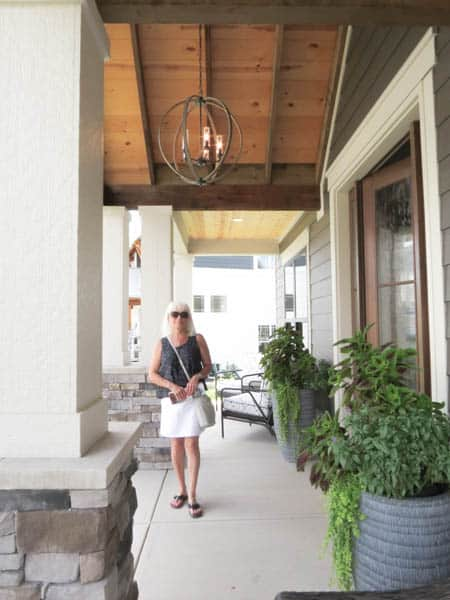 Every year my Mom and I attend the Parade of Homes in Central Ohio. It's definitelymy favorite thing to do every year! It's a fabulous way to see the latest interior design trends for the whole home.