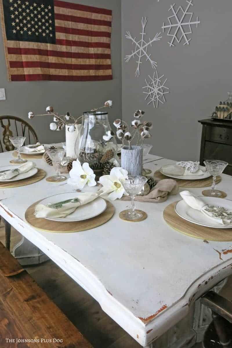Farmhouse Christmas Decor, pretty tables cape in neutral colors