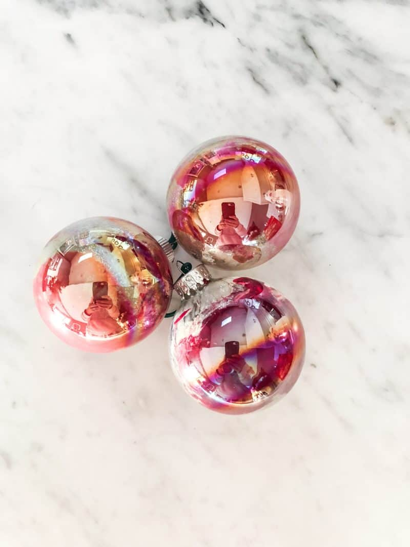 The finished DIY marbled ornaments.
