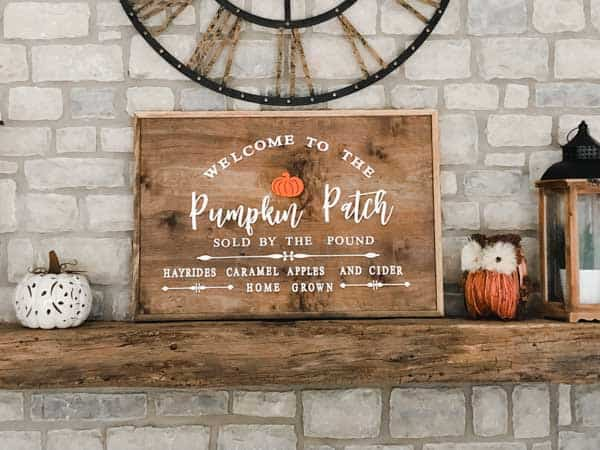 Fall wood sign that says welcome to the pumpkin patch with an orange pumpkin on it.